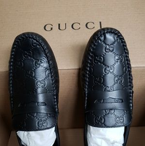 Gucci authentic NWT black leather driver loafers